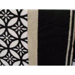 GRAY BLACK WHITE TEAM COLORS FLEECE THROW 50x60